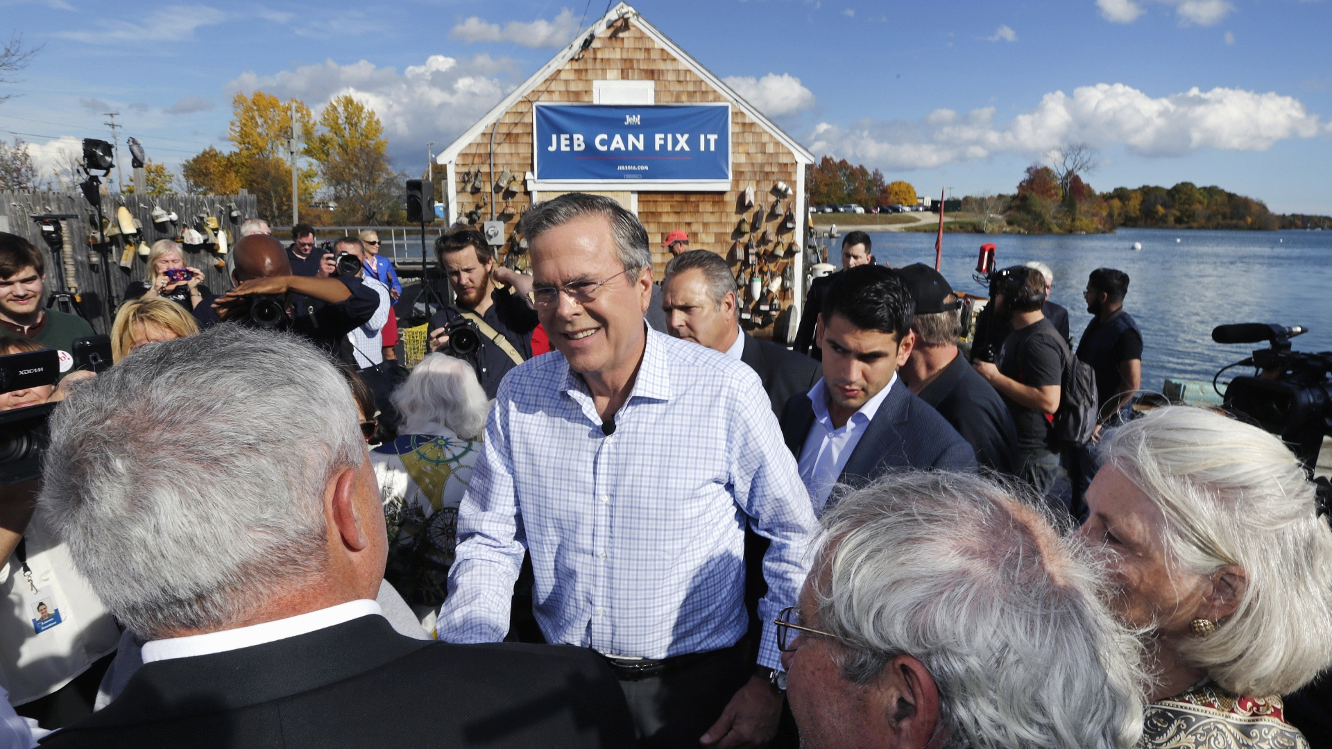 Jeb Bush campaigns outside Geno's Chowder and Sandwich Shop in Portsmouth, N.H., on Thursday.